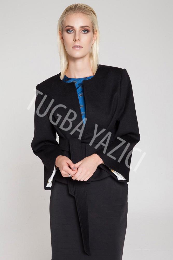 Siyah Kısa Ceket
