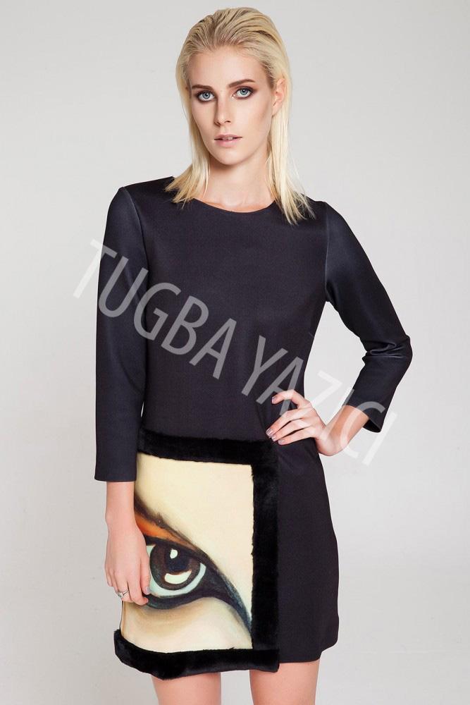 Siyah Kolları Truvakar Portreli Elbise